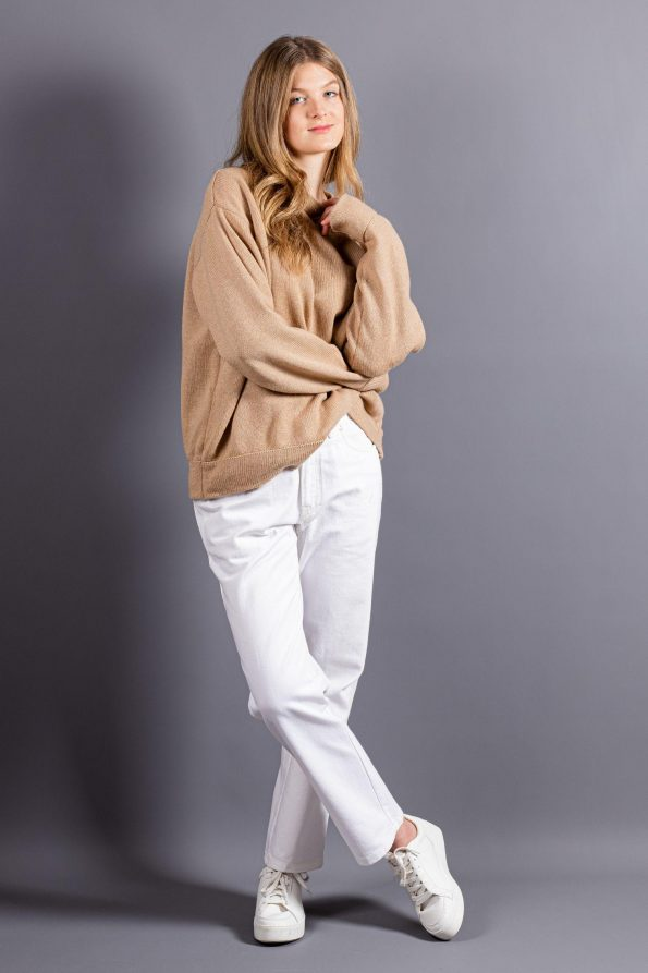 Oversized cashmere crew neck sweater womens jumper in camel beige and black with long sleeves, loose fit and crew neck