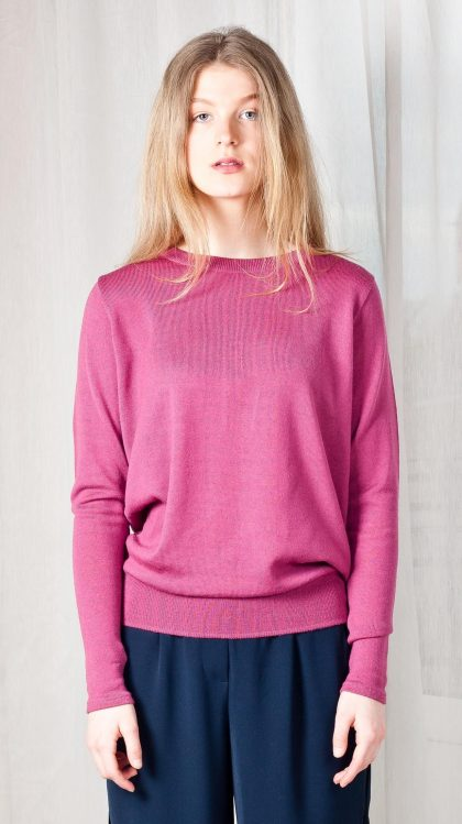 Crew neck merino wool womens sweater in old rose