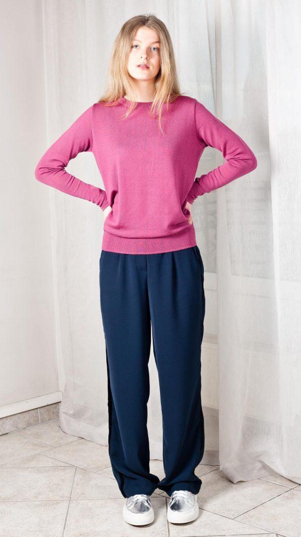 Crew neck merino wool womens sweater in old rose